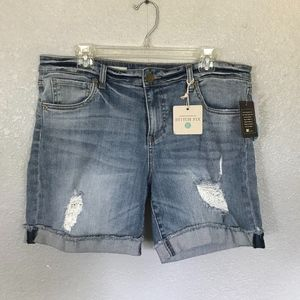 NWT Kut from the Kloth Distressed Boyfriend Shorts